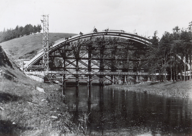 Stavba dálničního mostu přes Želivku u Píště v létě 1941. zdroj foto: MS
