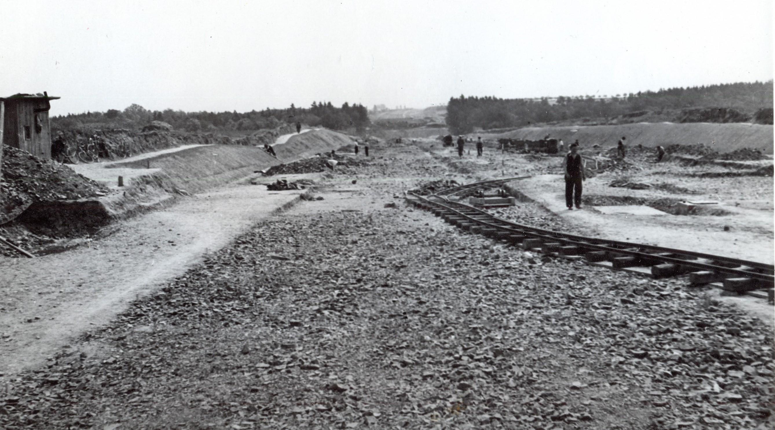 Stavba dálnice mezi Újezdem u Průhonic a Průhonicemi v létě 1939. zdroj foto: MS