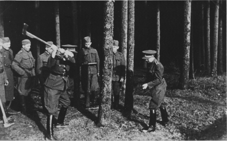 Ing. Karel Chmel, autor slova dálnice, zahajuje kácení lesa v Chřibech, 24. 1. 1939. zdroj foto: MS