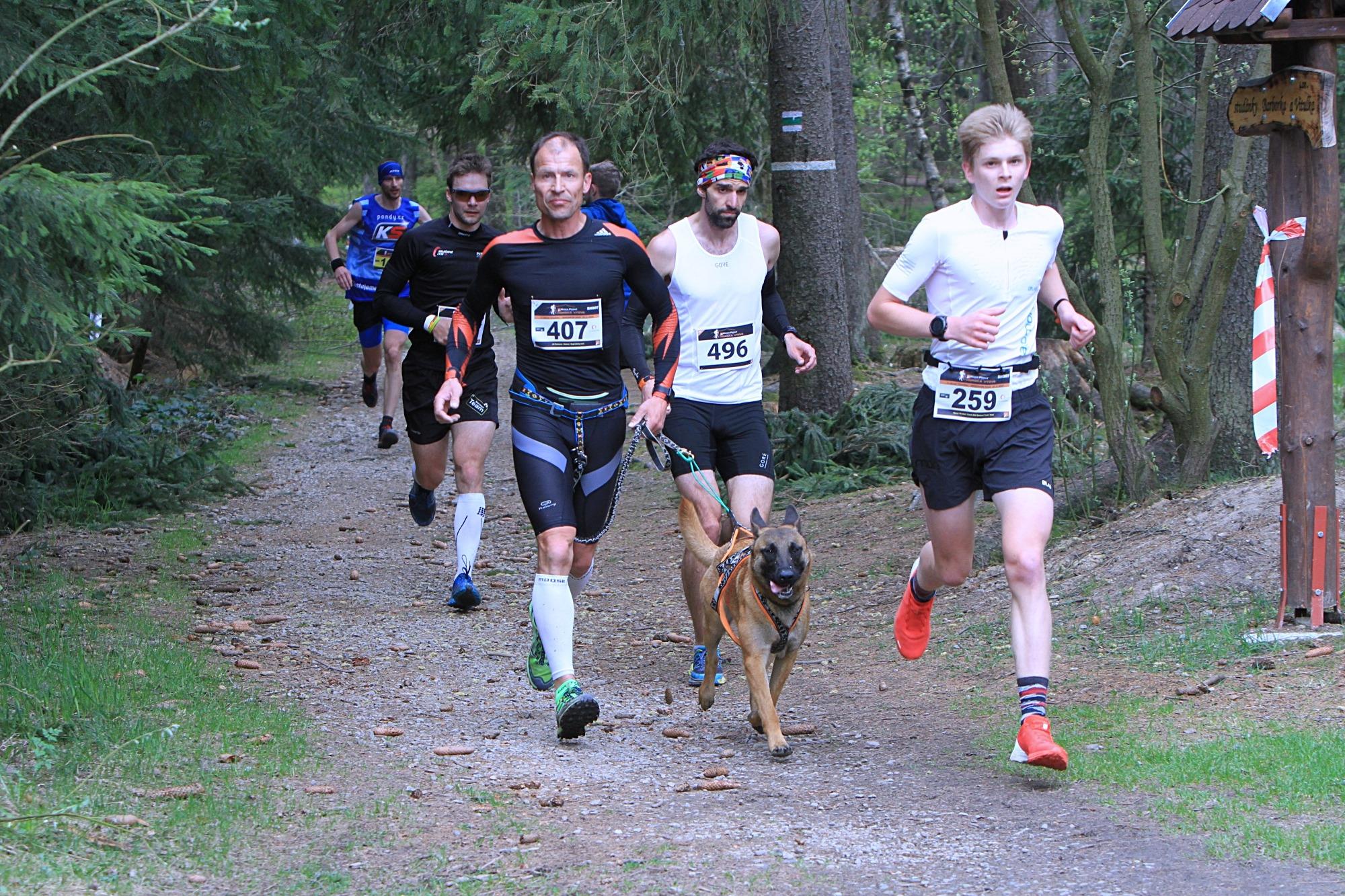 nejrychlejší běžci na Shortu - Jiří Švancara (407 - vítěz dogtrekingu) Hynek Škrabal (259-vítěz kategorie muži) foto:P. Pátek PatRESS.cz