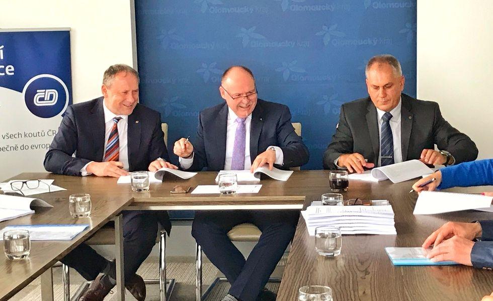 Olomoucký kraj - podpis smlouvy zdroj foto: ČD