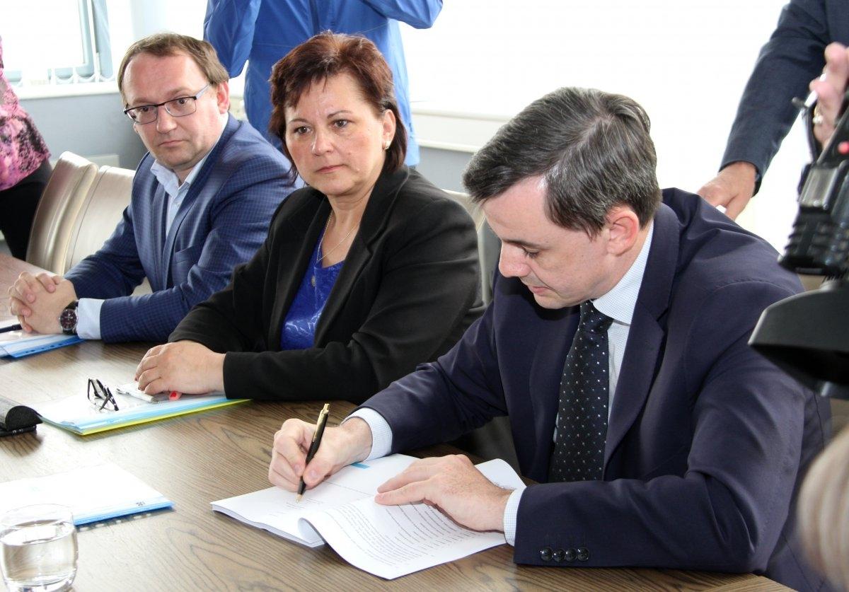 Olomoucký kraj - podpis smlouvy zdroj foto: OLK