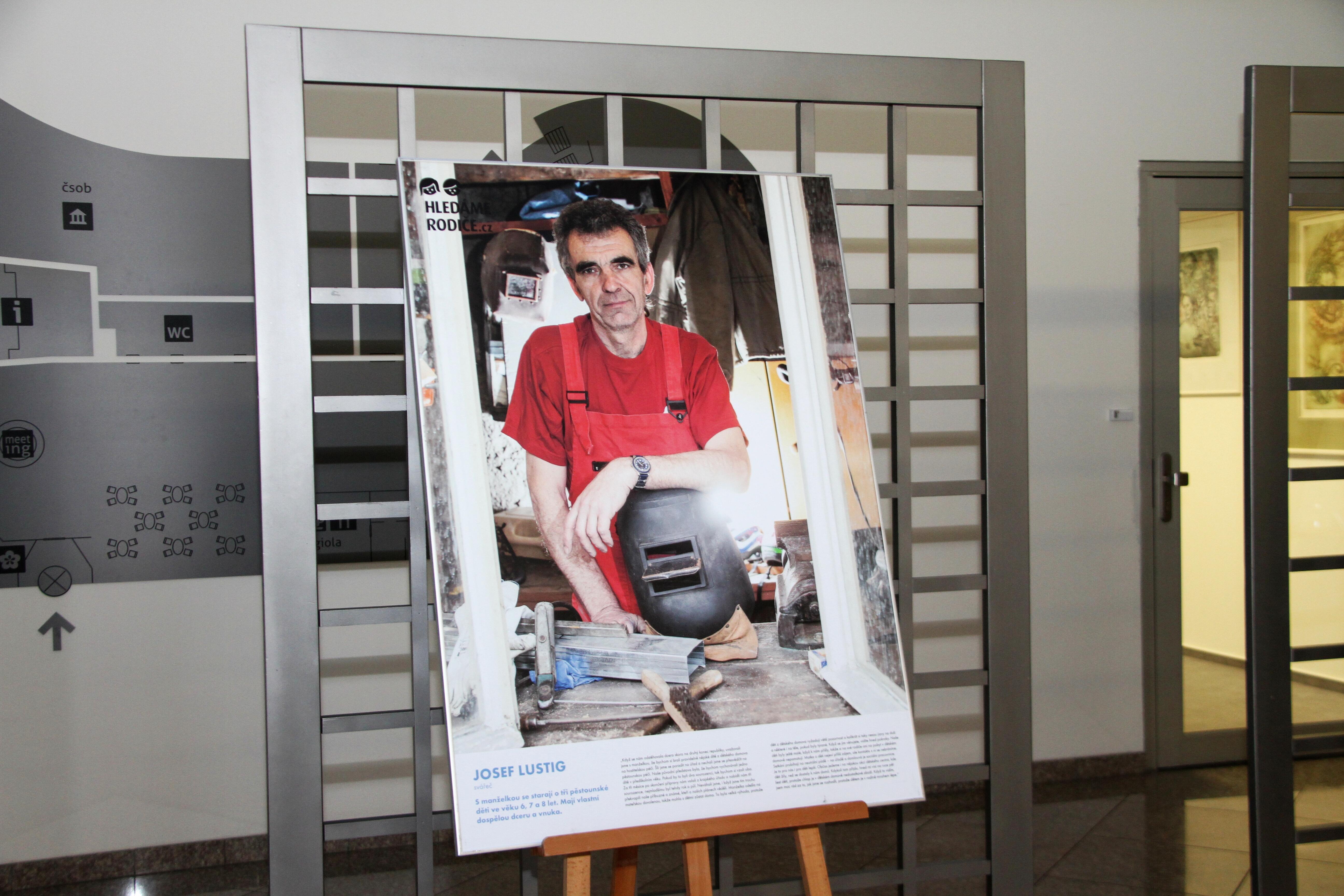 Výstava upozorňuje na téma náhradního rodičovství zdroj foto: OLK