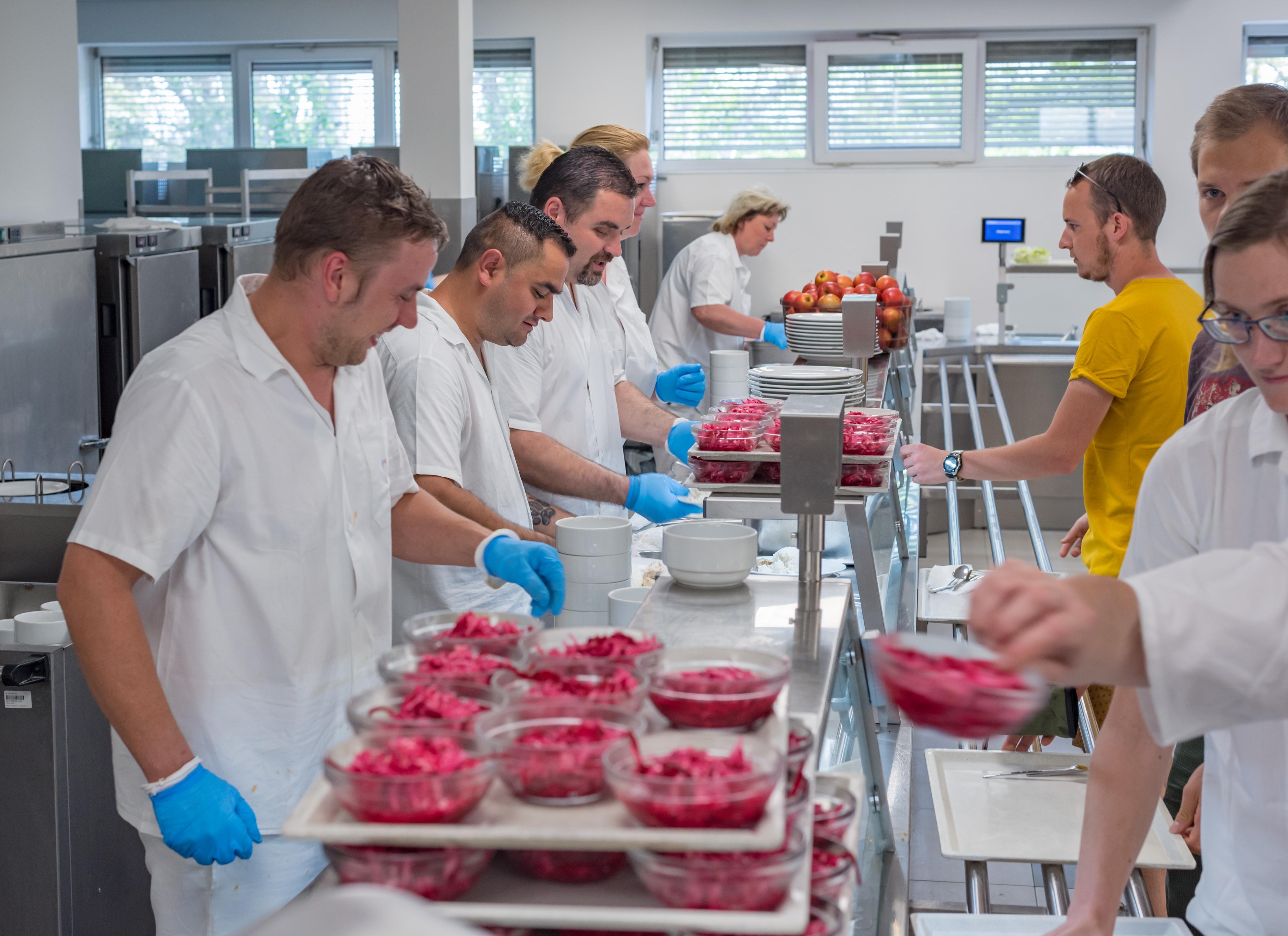 Výběr jako v restauraci - nemocniční kuchyně zdroj foto: FNOL