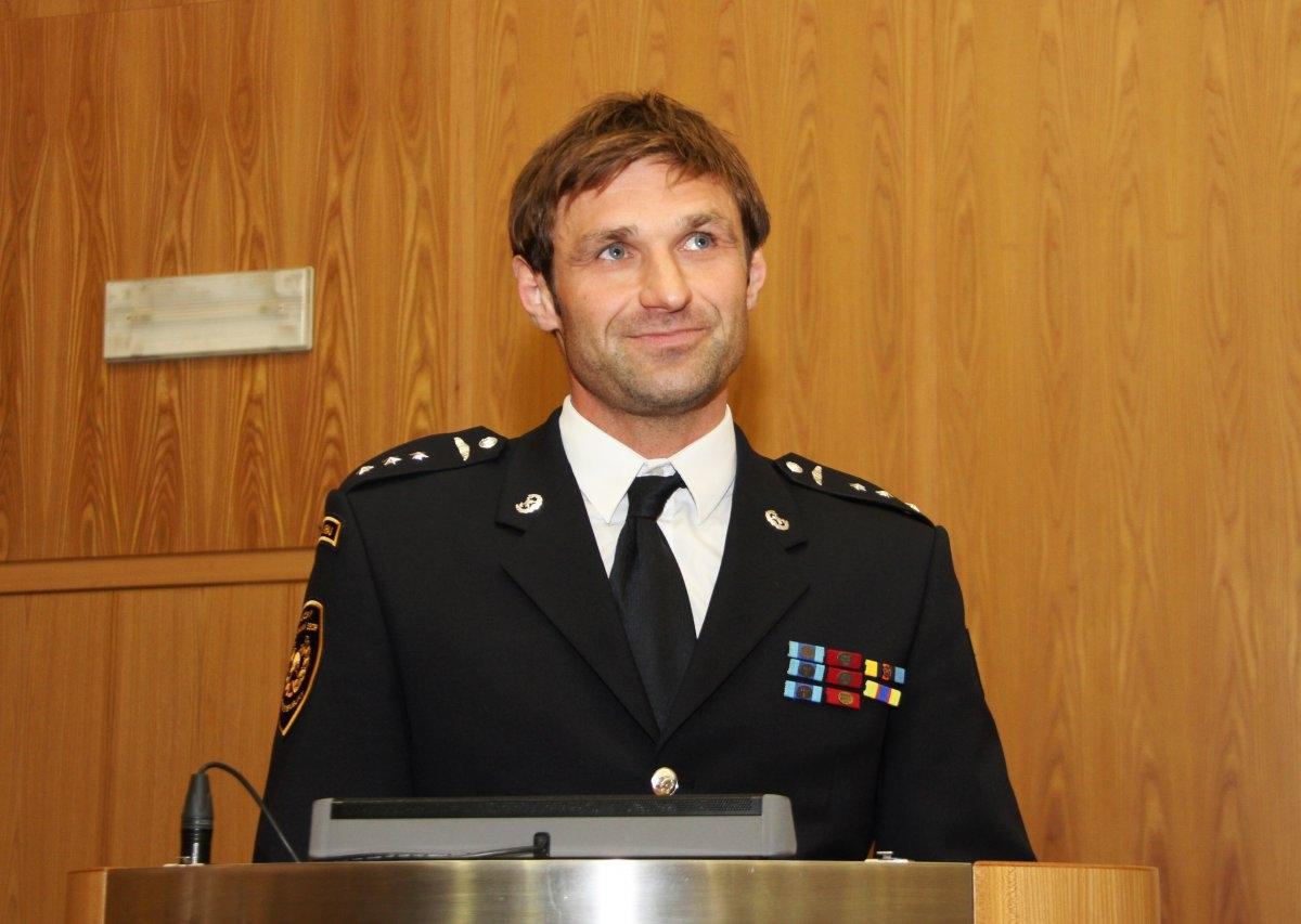 Profesionální hasič Michal Přecechtěl převzal krajské ocenění zdroj foto: OLK