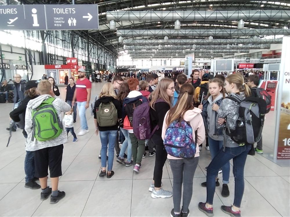 Žáci Pětky navštívili pražské letiště V. Havla zdroj foto: škola