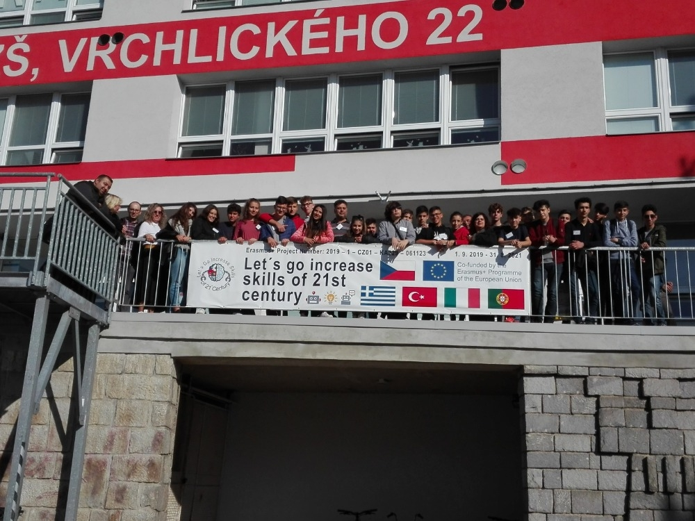ve škole na terase zdroj foto: škola