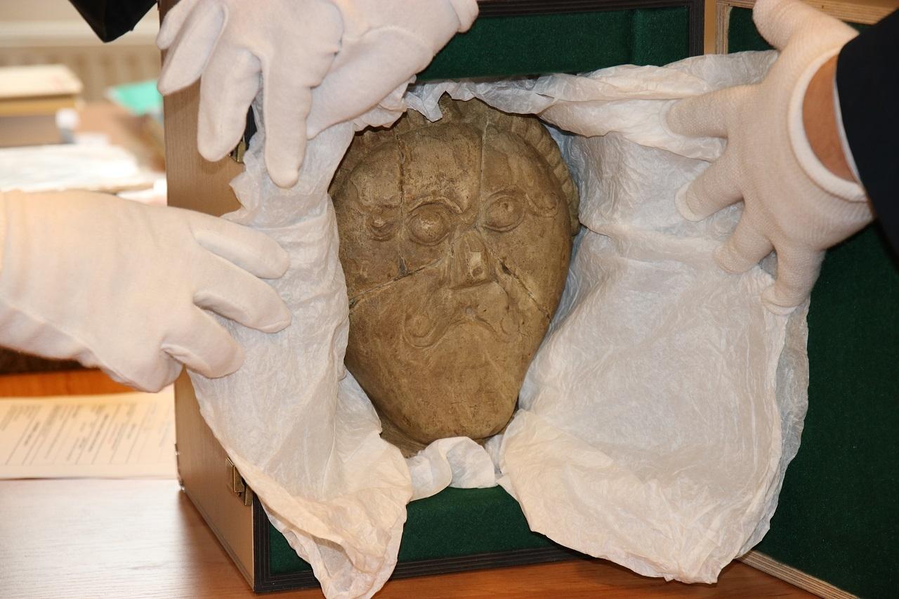 Keltská kamenná hlava zdroj foto: PČR