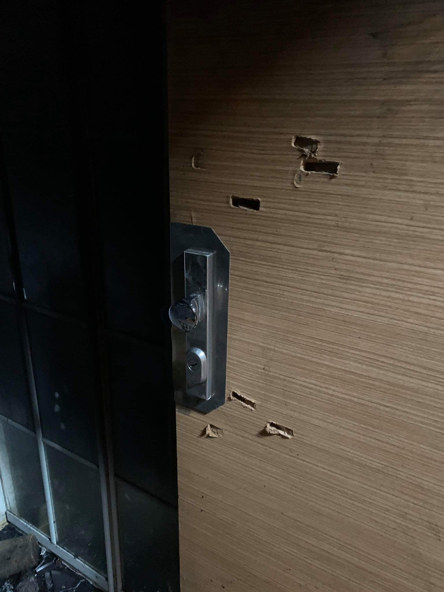 vyražené dveře bytu zdroj foto: PČR