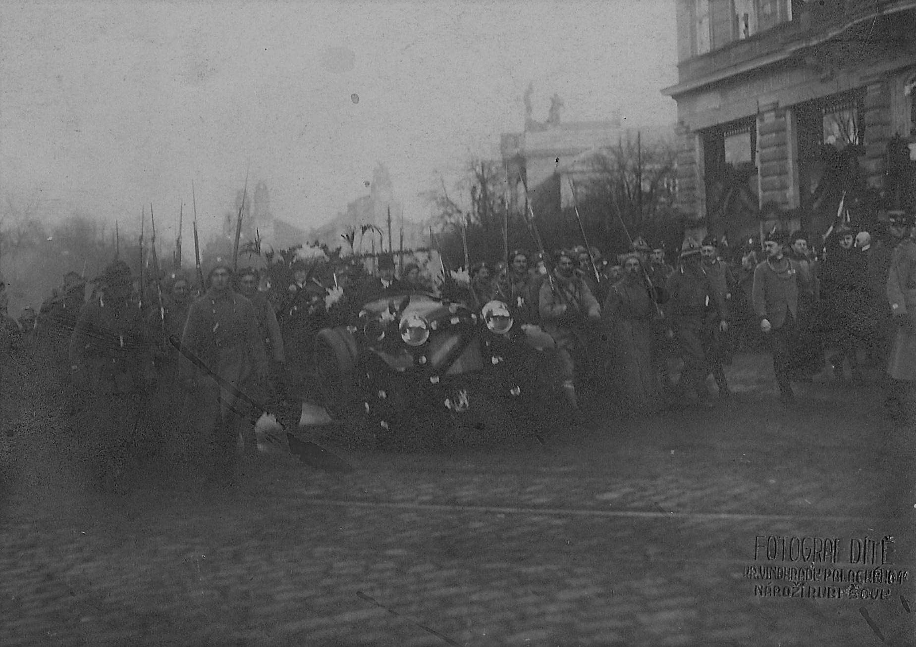 Příjezd Masaryka – Triumfální přivítání prezidenta Masaryka v Praze dne 21. prosince 1918, sbírka Muzea silnic