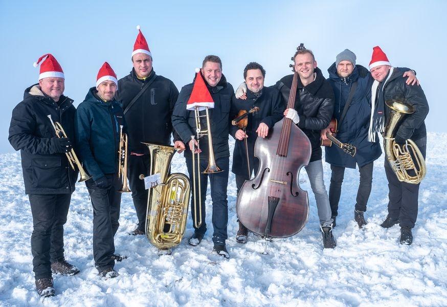Muzikanti vystoupali na nejvyšší místo Moravy zdroj foto: P. Kucinová