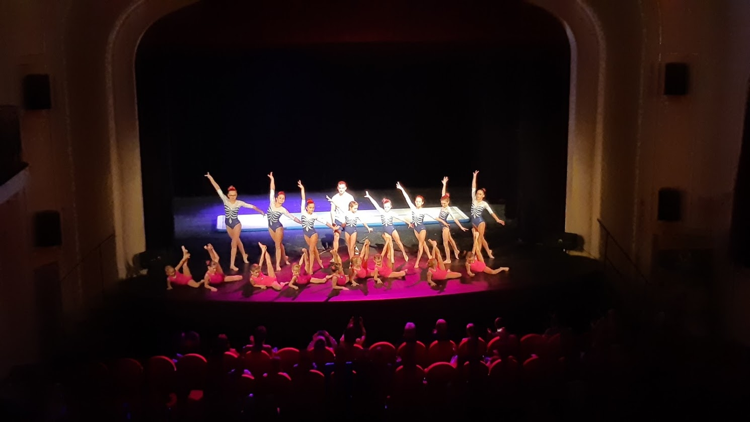 vystoupení v divadle zdroj foto: oddíl