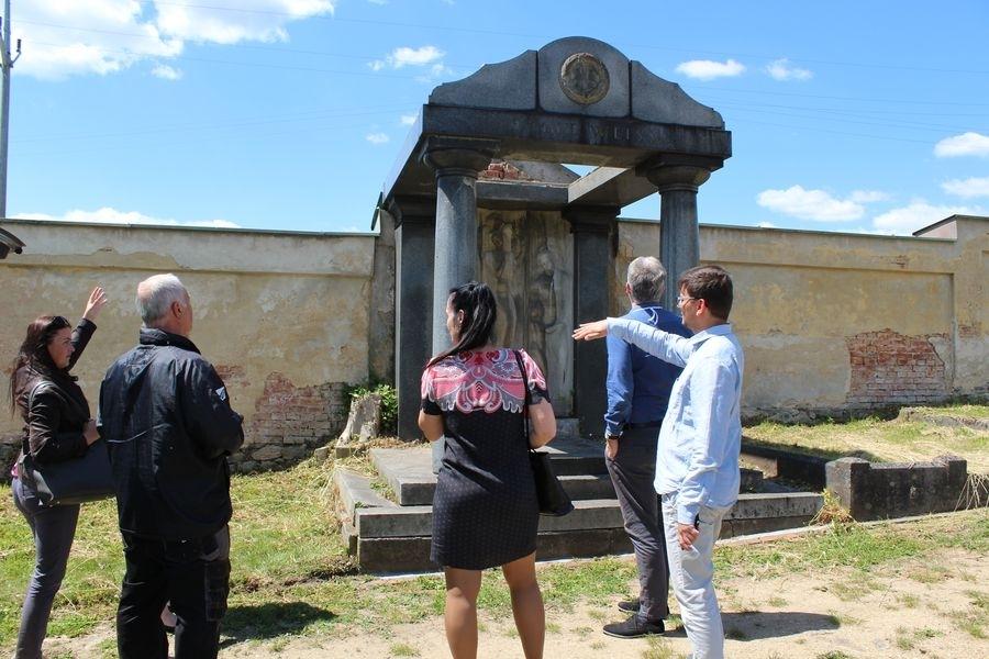 hrobku Familie Weiss se nachází ve střední části zdroj foto: mus