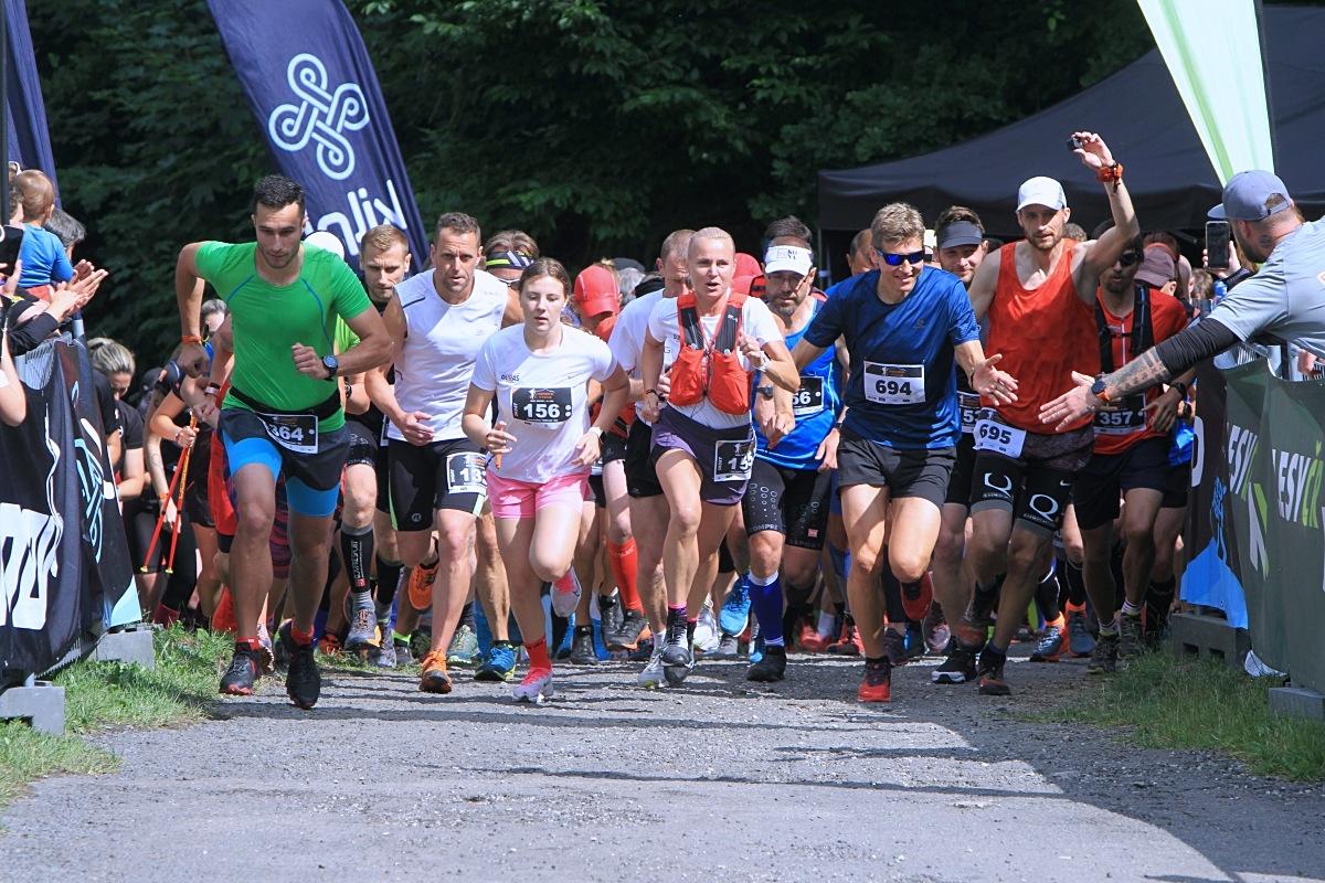 start kategorie Short s ambasadorem závodu Pavlem Brýdlem (modrý vpravo) zdroj foto: P. Pátek - PatRESS